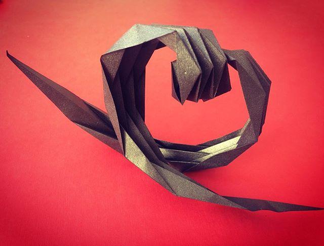 LOVE - Sculpture -  Soyez ce que vous avez toujours été (C.G.Jung)  #origami #paper #papier #paperdesign #design  #saintvalentin #bordeaux #bordeauxmaville #modern #love #scenography #amore #amour #sculpture #art #paperart #heart