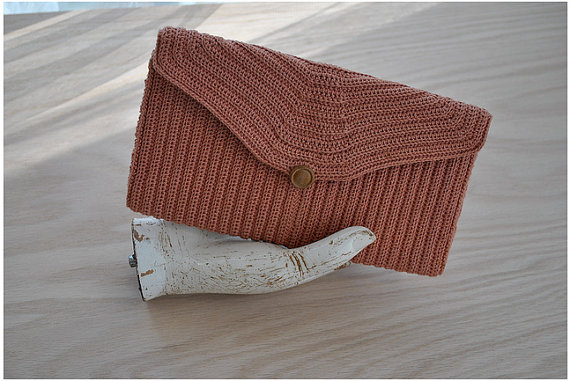 70s rose pink woven clutch