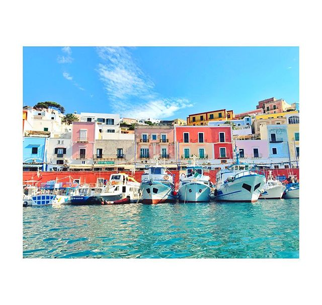 Ponza è bella . . . . #summer18 #vacation #italy #ponza #tbt #port #isola #colorful #photography #travelphotography #travel #amalficoast #thyrreniansea #sun #relax #chill #photooftheday #takenoniphone #nature #explore #vivaitalia #italian #fisherman #print #wallart #takemeback #throwbackthursday