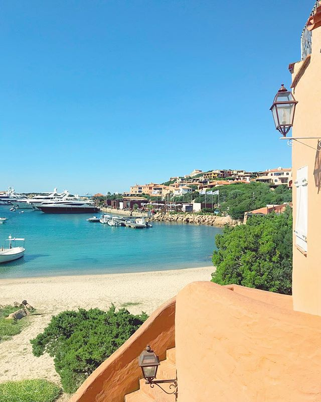 Throwback to a summer day in Porto Cervo. #Tbt 🏖🇮🇹☀️ _ _ _ _ _ #summer2018 #throwbackthursday #italy #vacation #familyvacation #portocervo #sardegna #sardegnaofficial #travel #babymoon #photography #photooftheday #italytravel #italy🇮🇹 #travelphotography #travelgram #shotoniphone #takemeback #summer #summertime