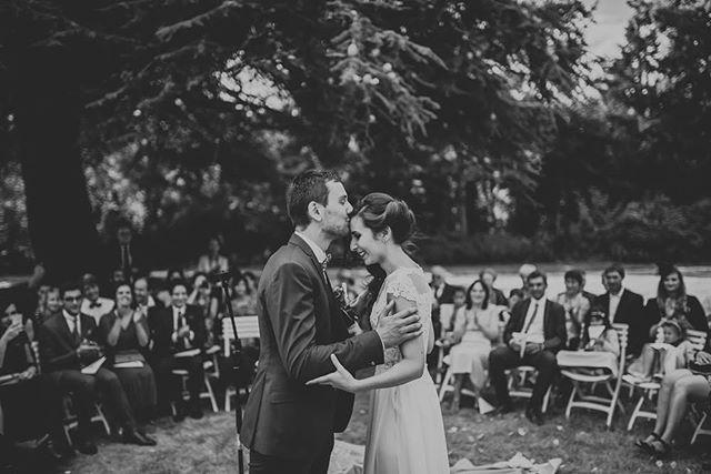 #wedding #weddingdress #weddingday #kinflokwedding #ceremonielaique #woodcrestvolunteercelebration #marseille #mariage #photographemariage #weddingphotographer #kiss #love #hug #couple