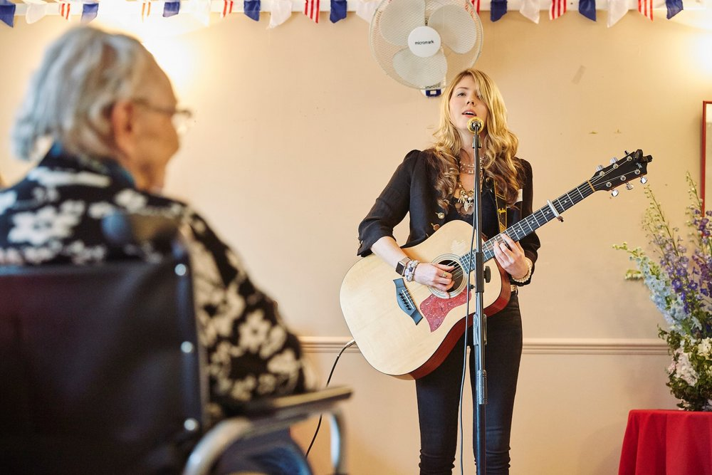 beatie wolfe at closing party punchdrunk 2.jpg