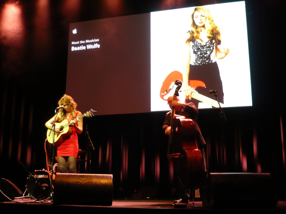 Beatie Wolfe performs at Berlin Apple Theatre
