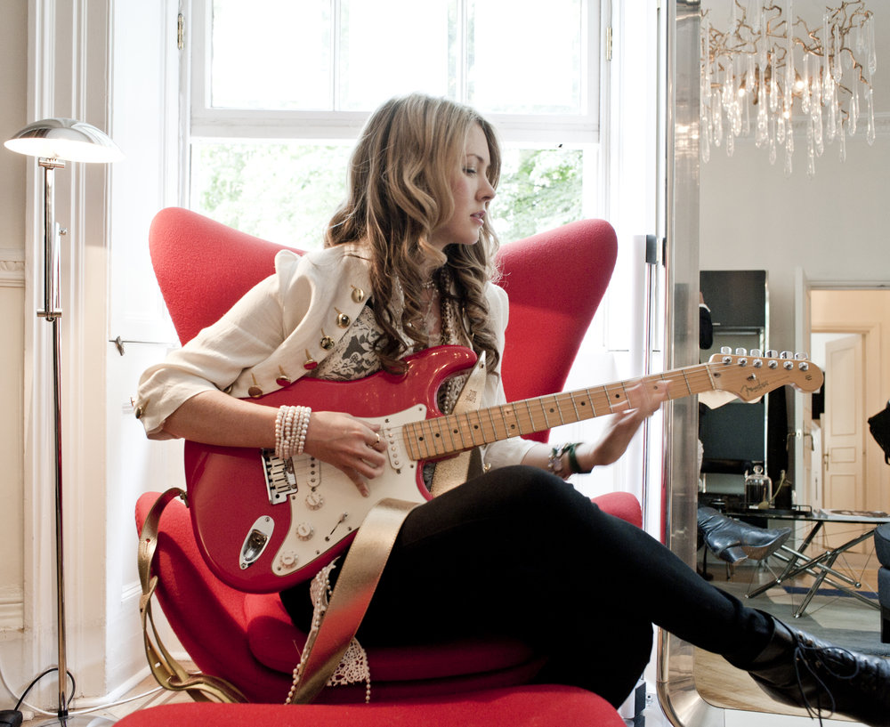 08. Beatie Wolfe - in 34 Montagu Square with red guitar by Stu Nicholls (1).jpg