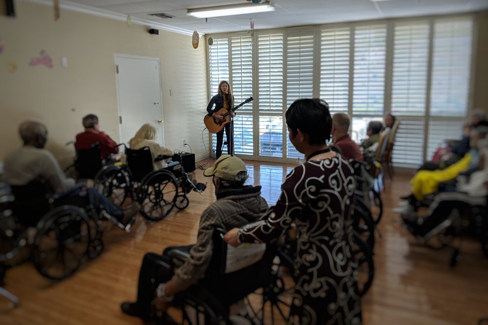 Beatie Wolfe playing to people living with dementia in Silver Lake, LA, UK