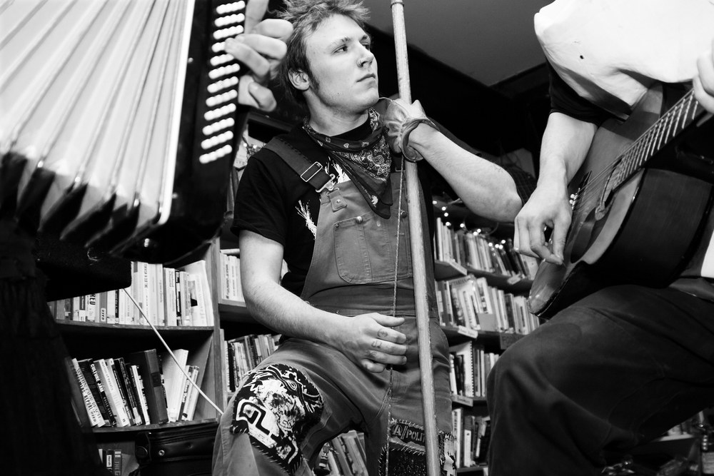 Jug band plays anarchist bookstore