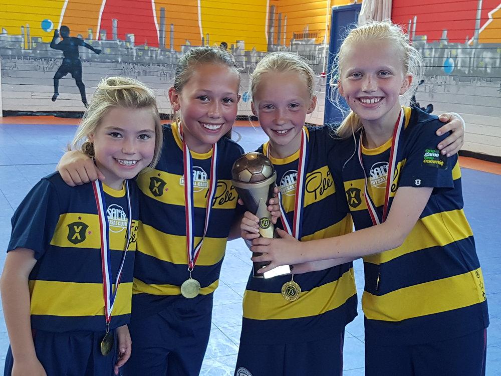 girls futsal1.jpg
