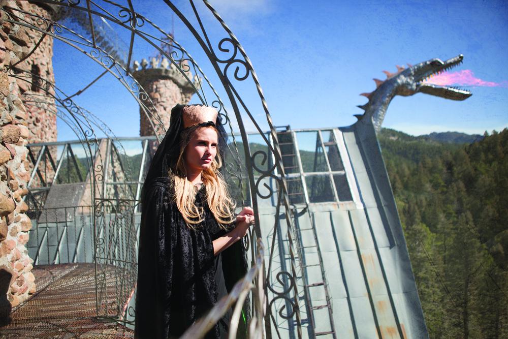 026_Queen Aschenputtel On Balcony.jpg