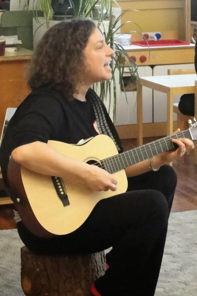Rachel and her guitar.