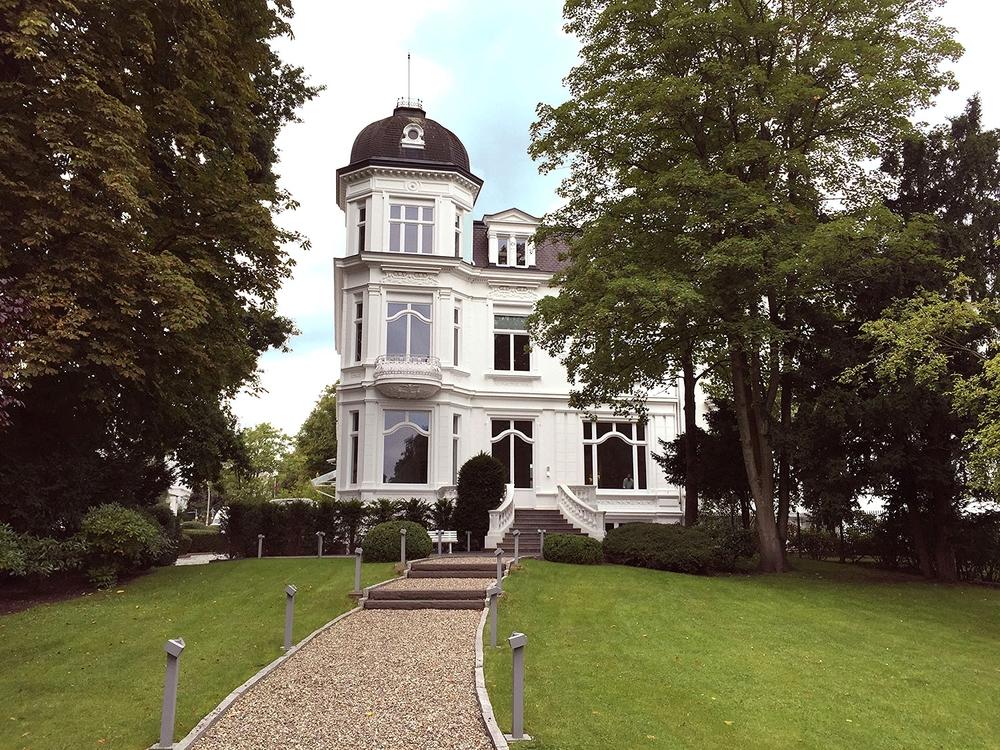 schmid_boesch_joop_villa_hamburg_aussen.jpg