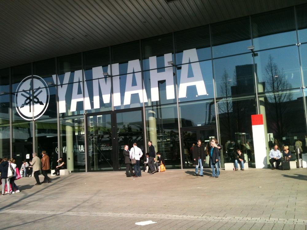 Yamaha_pianina_cyfrowe_targi_2014_budynek.JPG