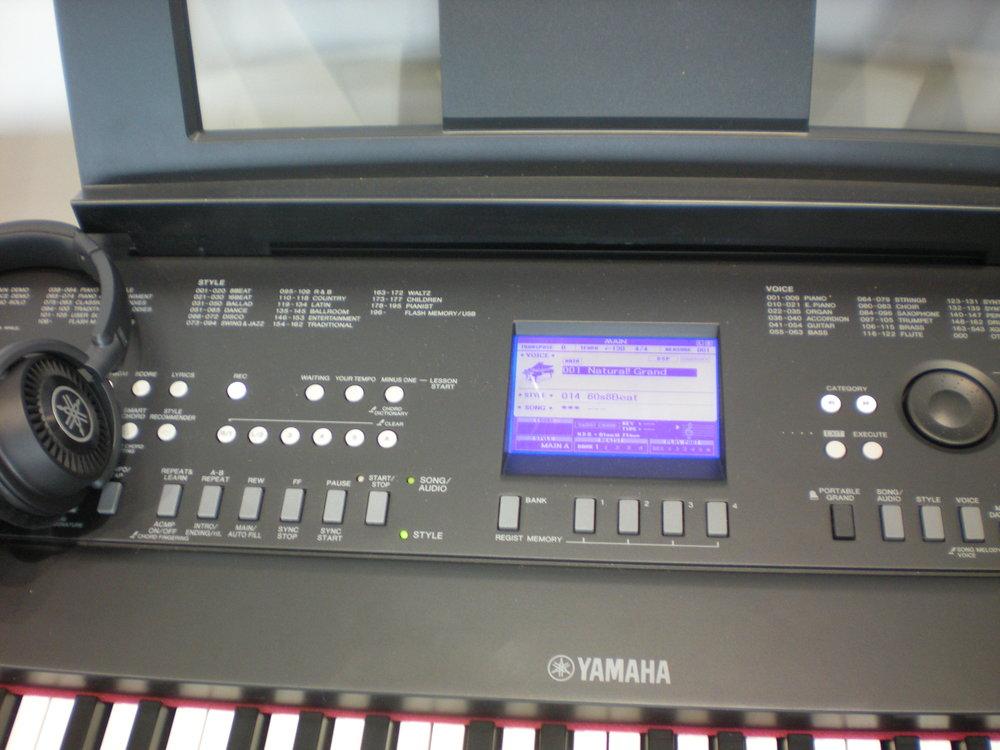 Yamaha DGX-650 - panel