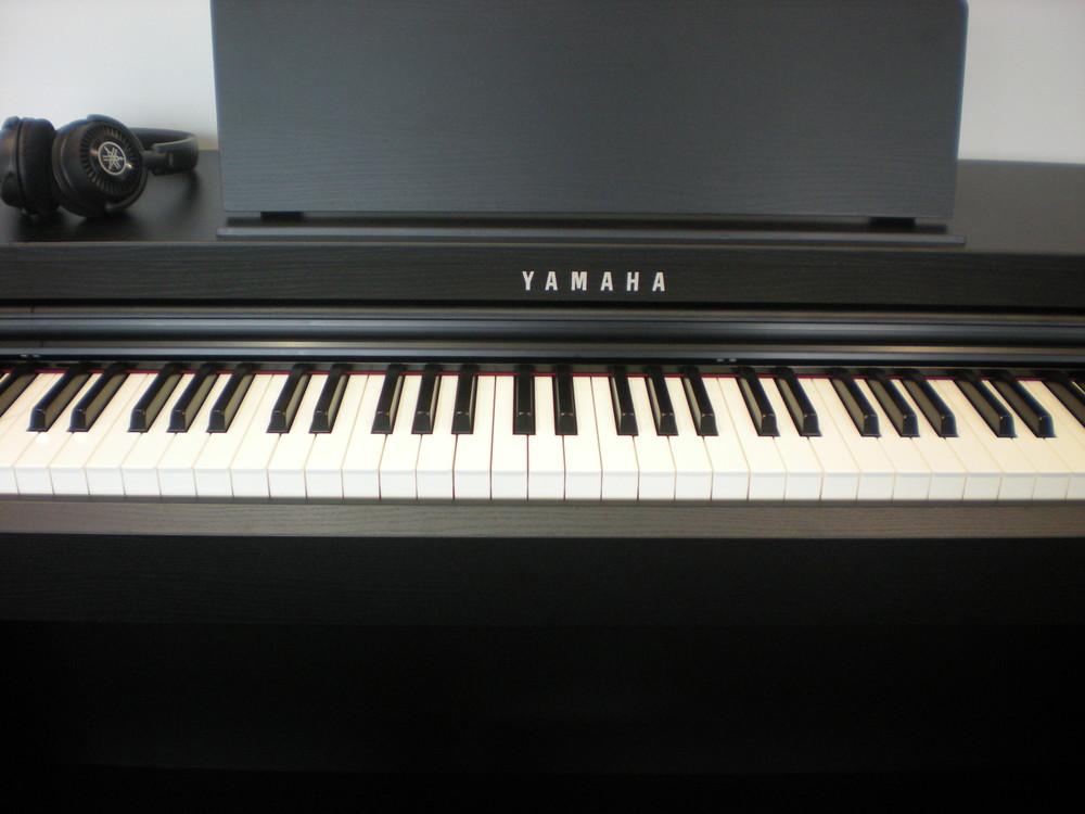 por wnanie modeli pianin cyfrowych yamaha elpiano nasz. Black Bedroom Furniture Sets. Home Design Ideas