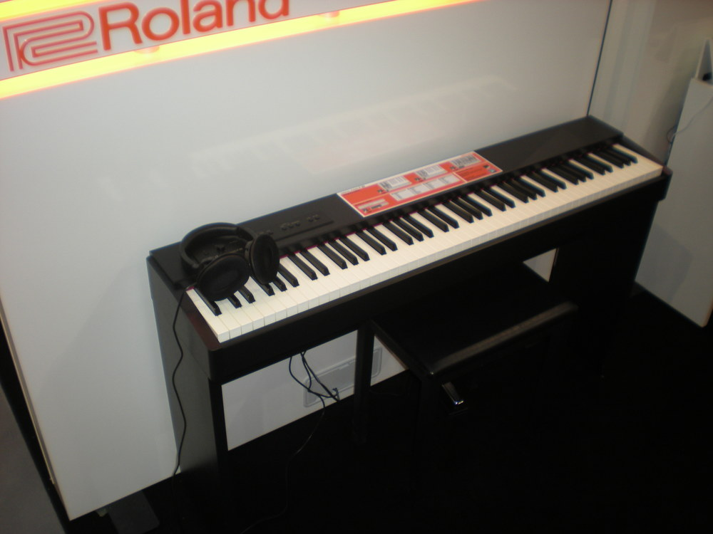 Roland F20