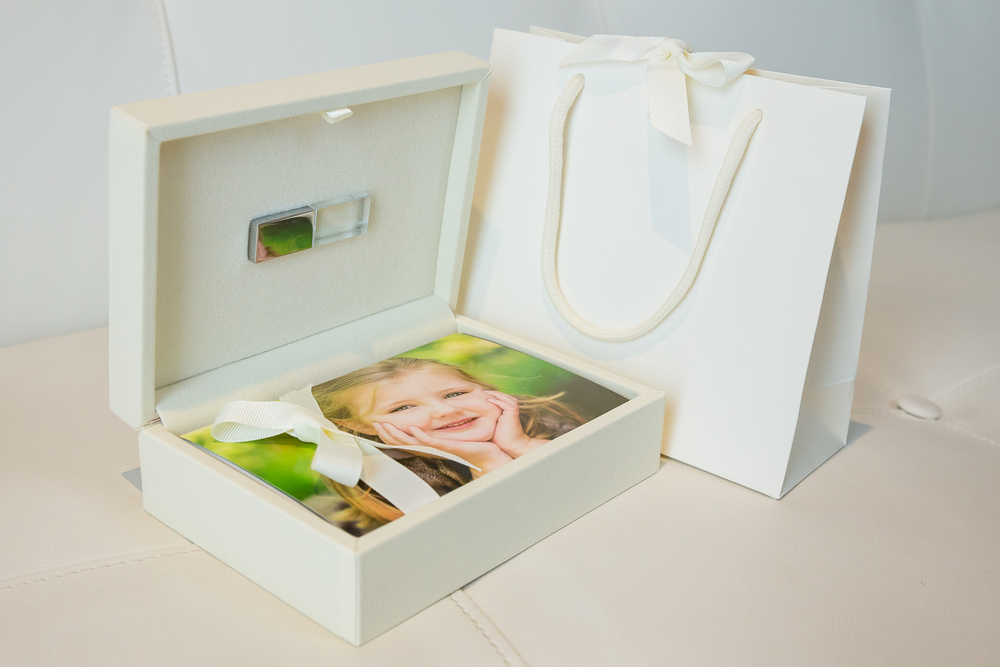 Our gorgeous USB and mini Print Keepsake are perfect if you are looking for a digital product with the bonus of 6 x 4 prints to get you started.  yourfamilydeservethis.com