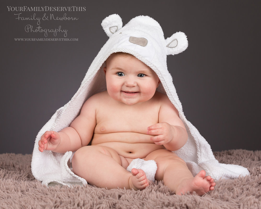 We might ask you to bring a bath towel along too! Baby wrinkles are so adorable and this makes such a gorgeous photo.
