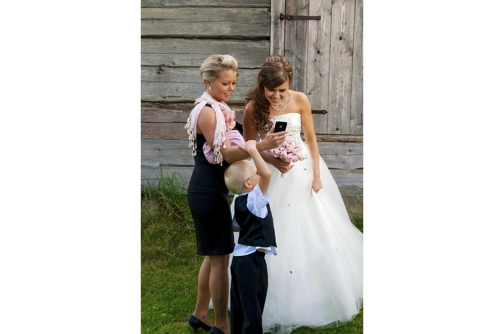 Hääpari-valokuvaaja-joensuu-dokumentaarinen-hääkuvaus