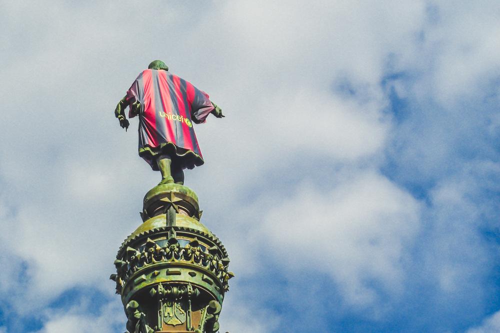 Columbus Statue im FC Barcelona Style.