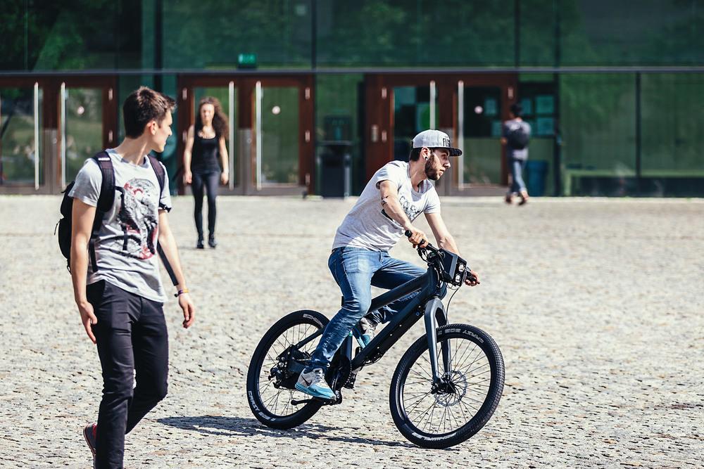 GRACE ONE Fotoshooting für Imagebilder in Halle an der Saale - Stefan in Aktion mit dem coolsten E-Bike der Welt | www.pm-modus.com