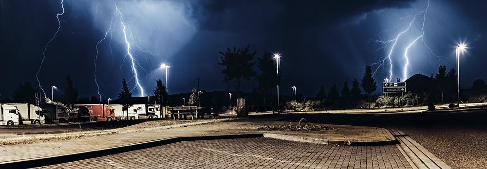 Panorama eines Gewitters kurz vor Sangerhausen mit zwei Blitzeinschlägen fotografiert im Juli 2015 | Fotograf pm-modus
