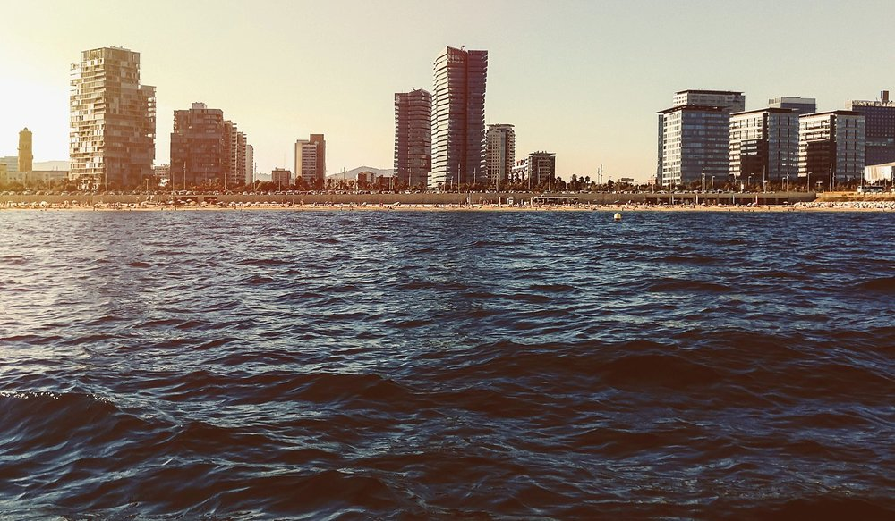 Blick auf Barcelona vom Mittelmeer