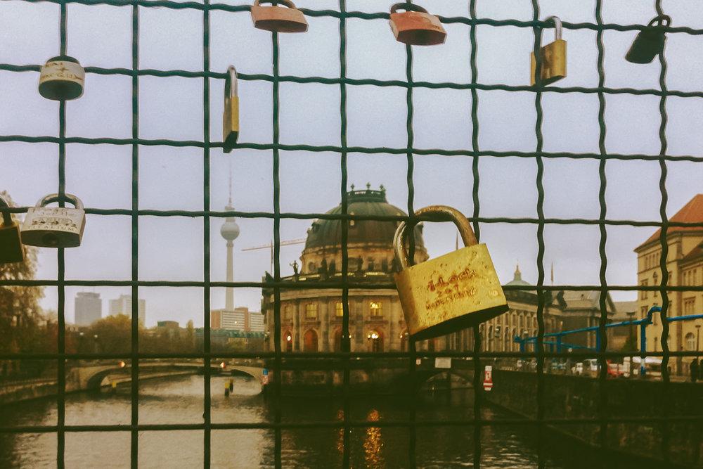 Berlin_Schloesser_Fernsehturm_1500.jpg