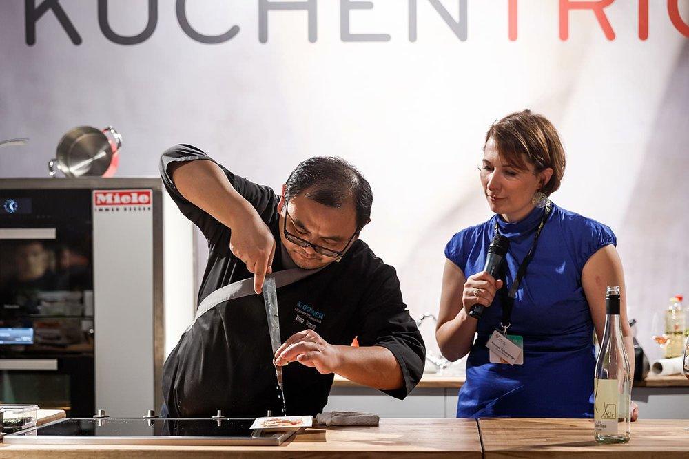 Koch beim Workshop Miele Küchentricks eat&STYLE München | Fotograf pm-modus.com