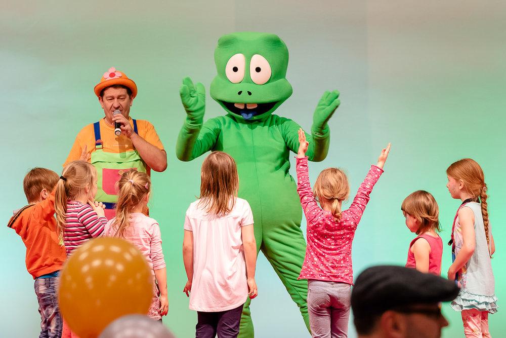 Spiel und Spaß mit Kindern auf der Showbühne der Dresdner Babywelt