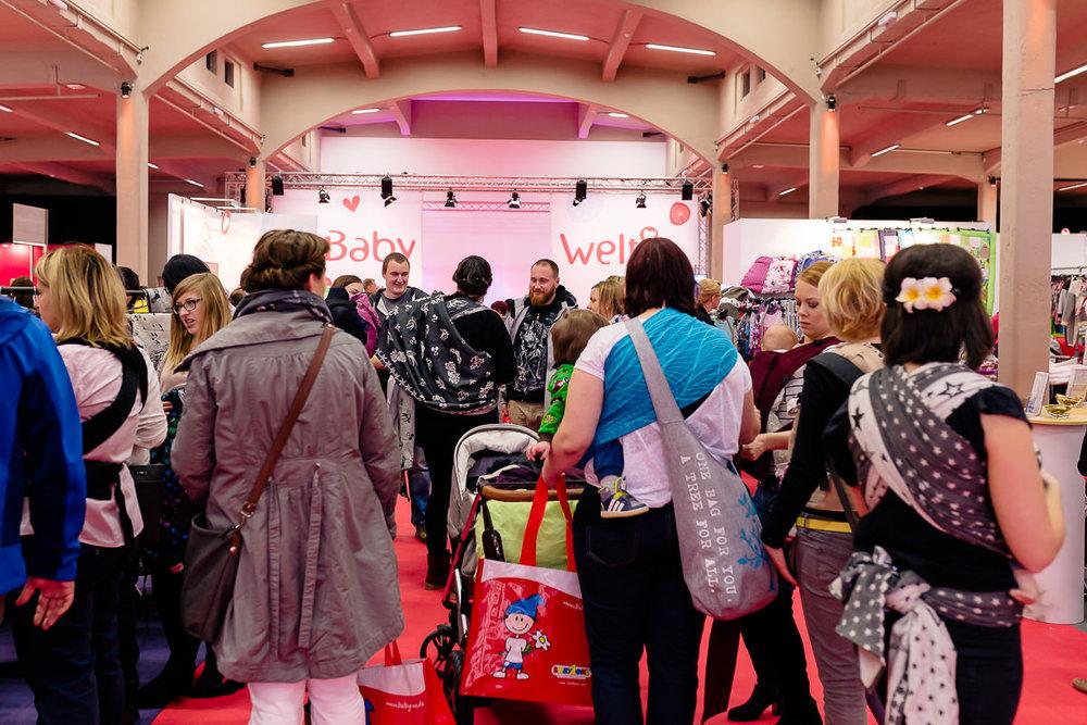 Viele Besucher auf der Babymesse im Dresdner Erlweinforum