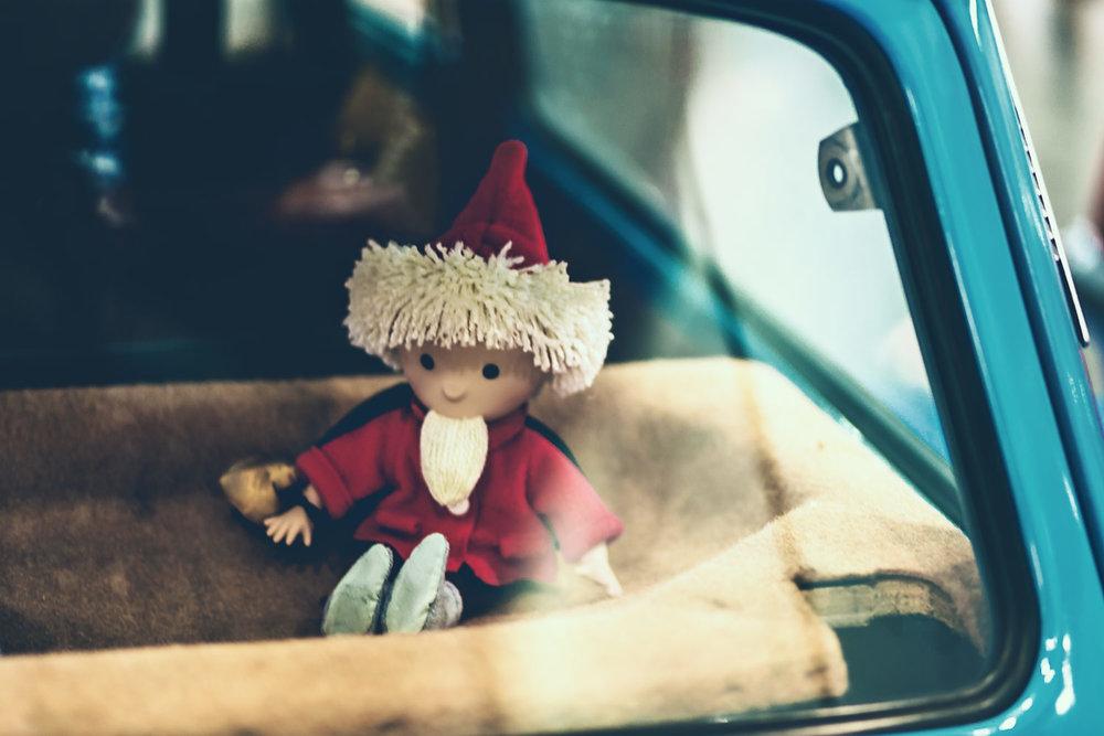 Das Sandmännchen auf Hutablage im Trabant zur Automesse AMI