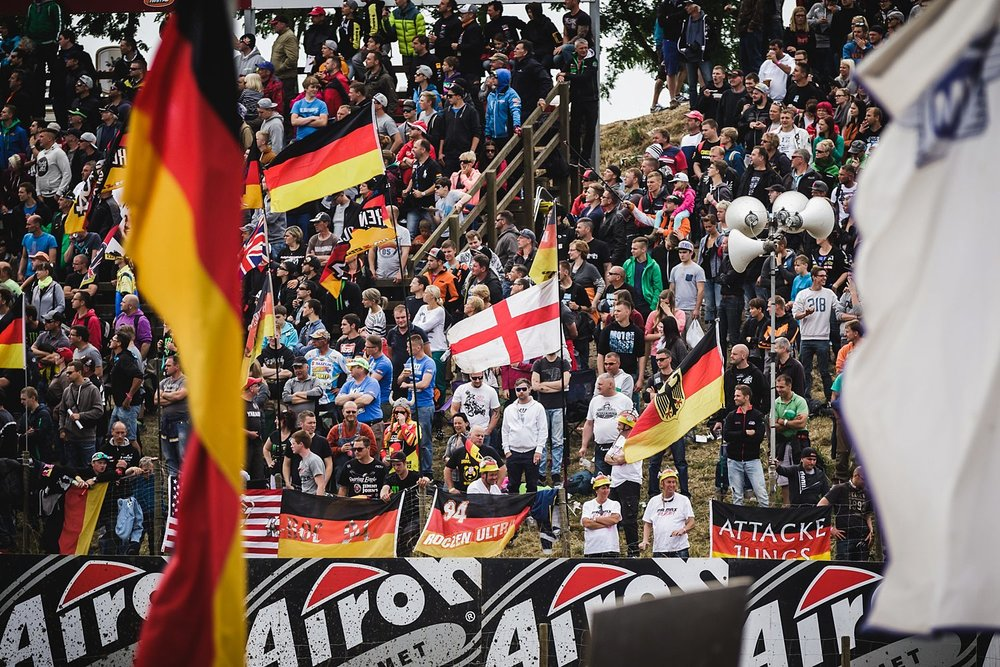 Blick auf die Fans beim Motocross MXGP im Talkessel Teutschenthal