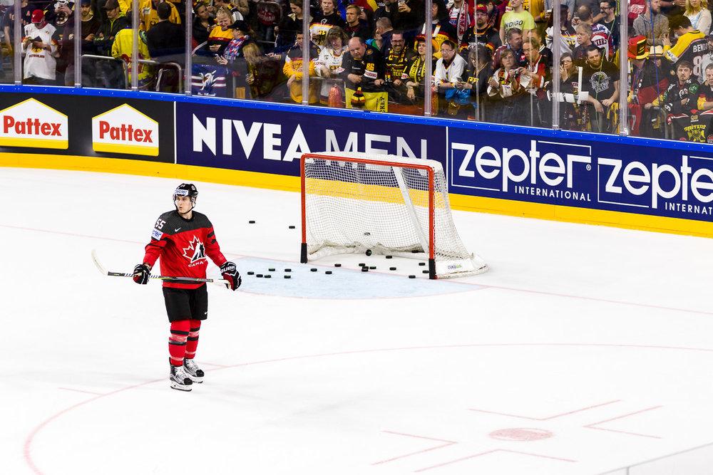 Aufwärmen bei der Eishockey WM in Köln