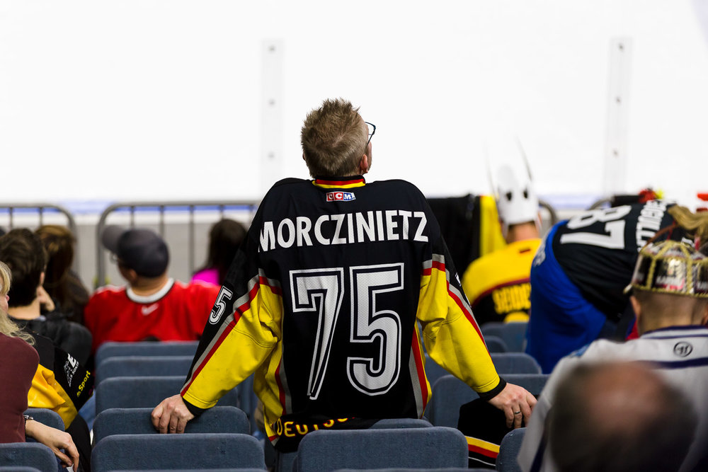 Deutscher Eishockey Fan in der Lanxess-Arena