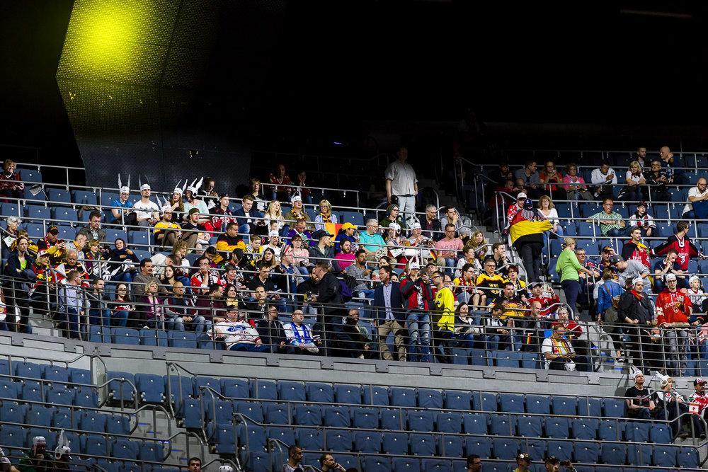 Fans auf den Rängen der Lanxess-Arena