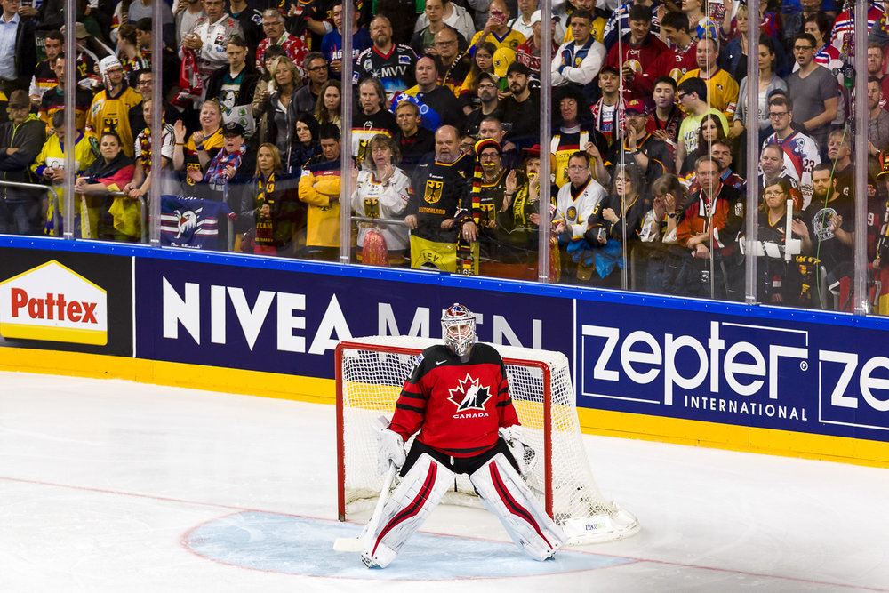 Kanadischer Eishockey Torwart im Tor während Viertelfinale