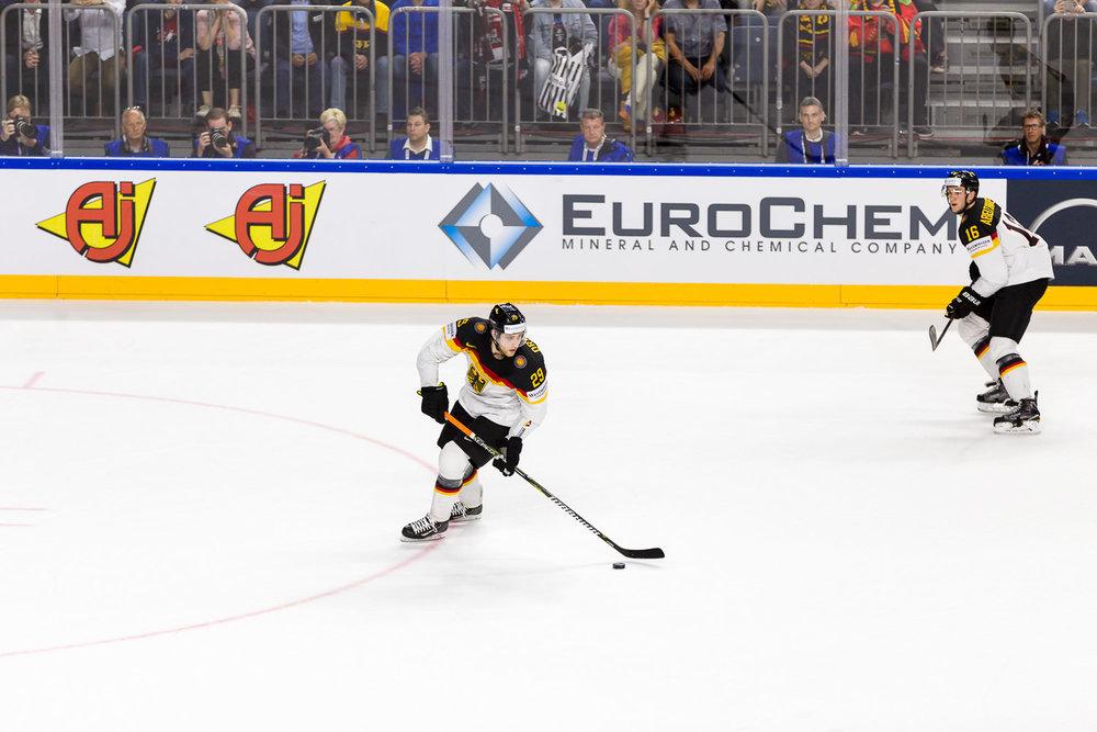 Leon Draisaitl auf dem Eis während WM Viertelfinals
