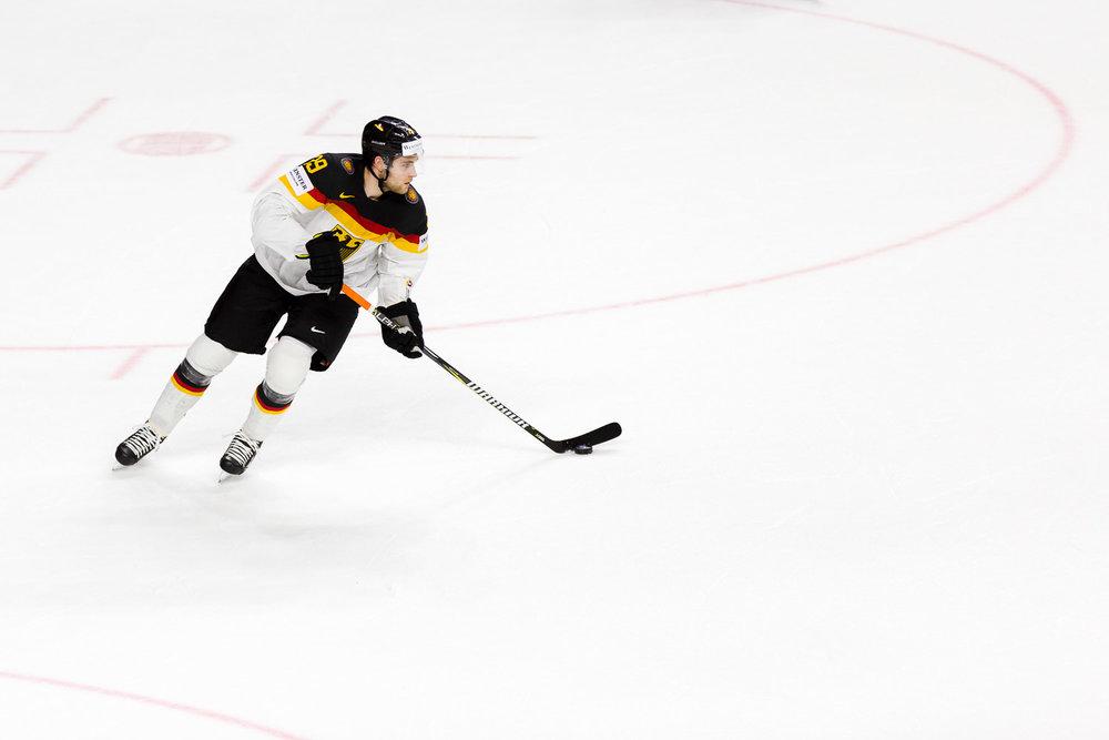 NHL Star Leon Draisaitl im Trikot der deutschen Nationalmannschaft