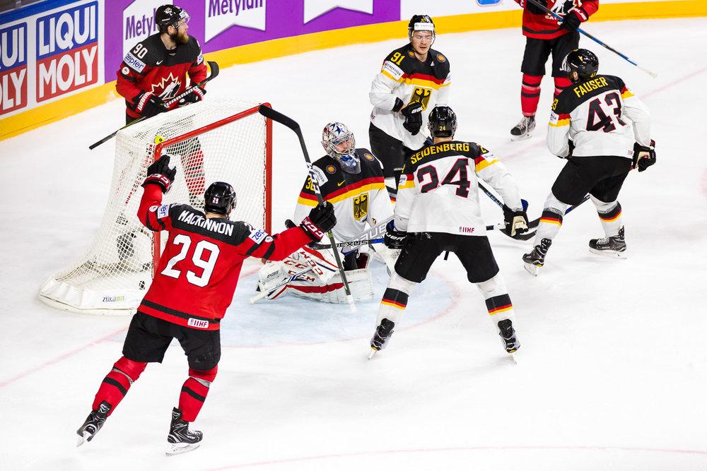 Kanadische Spieler bejubeln das erste Tor im Viertelfinale der WM