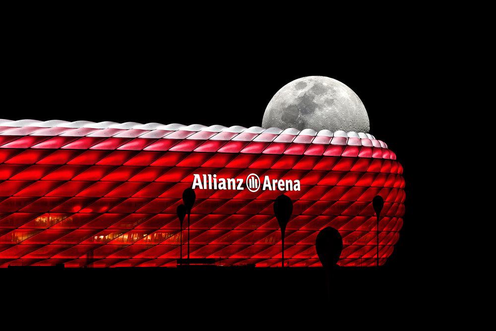 rot-weiß beleuchtete Allianz-Arena München bei Vollmond| Foto:Peter Meyer pm-modus.com