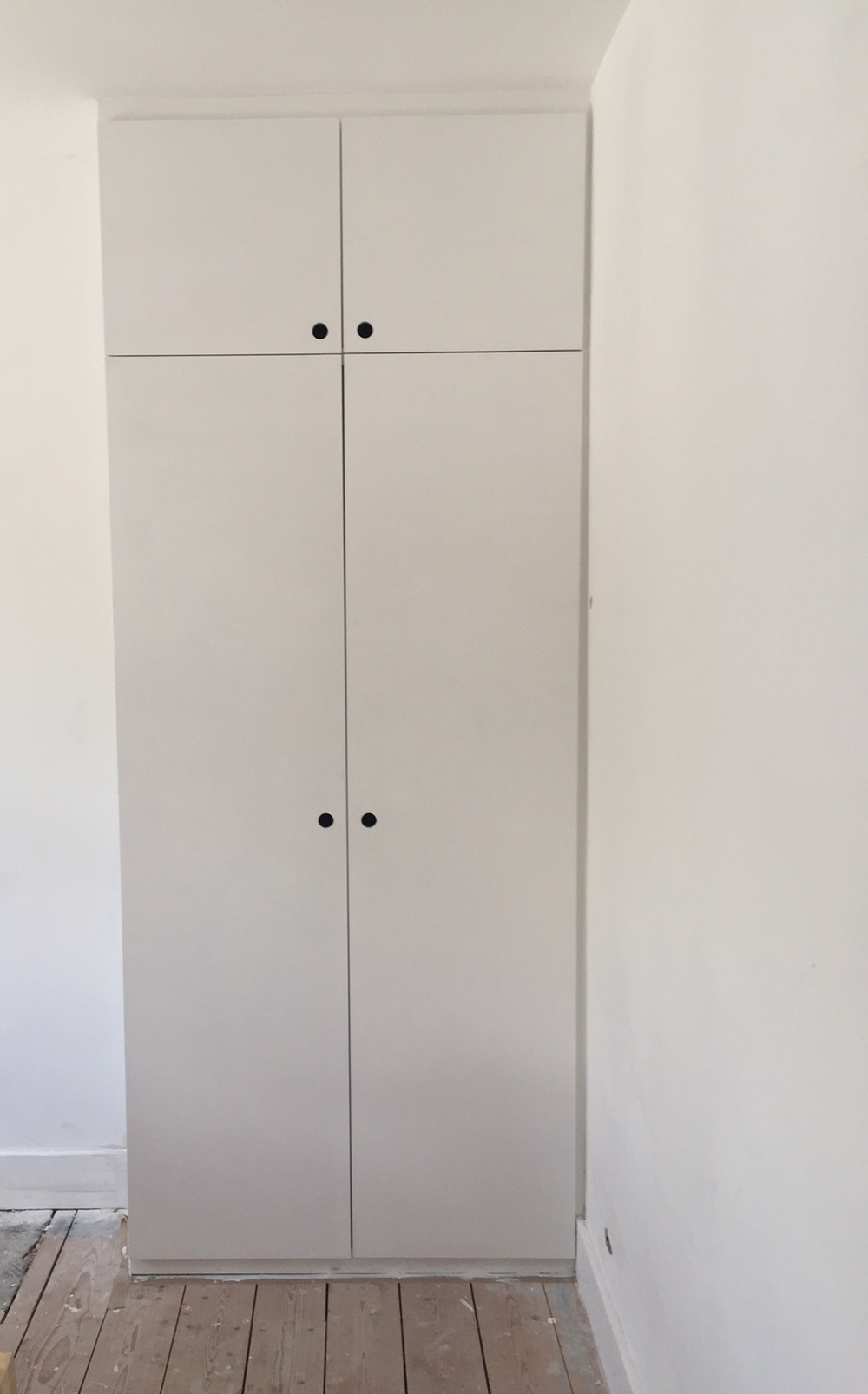 F I T T E D  W A R D R O B E - This seamless wardrobe was part of a pair that were fitted into the bedrooms alcoves. They ran floor to ceiling making the most out of the space.