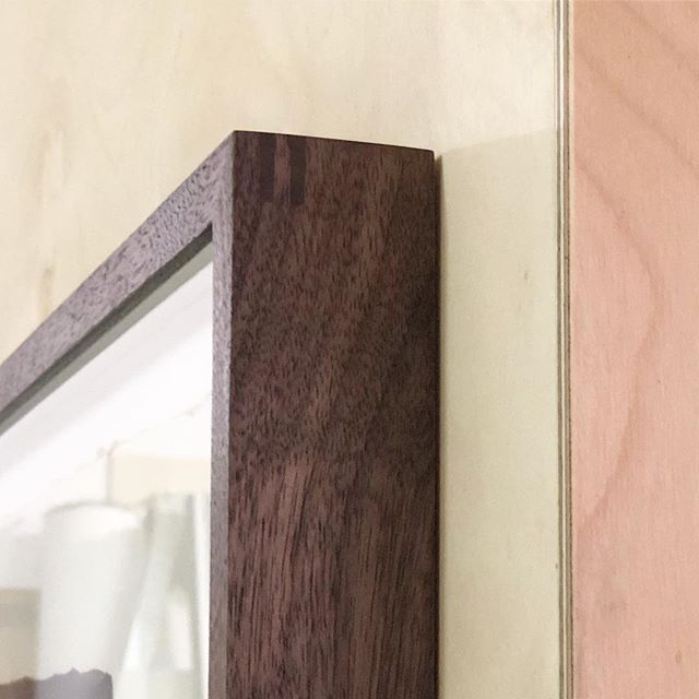 Double splined corner detail #bespoke #framing #stokenewington #briderandbull #woodworking #hackney