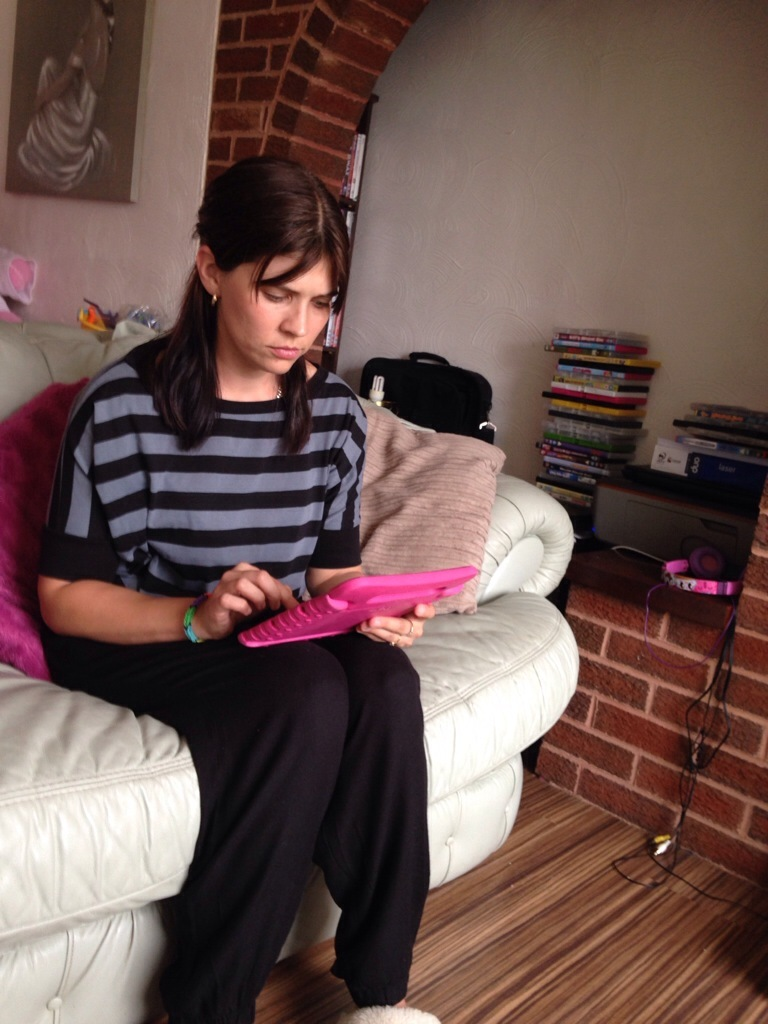 370052-gemma-i_am_on_the_ipad_browsin.jpg