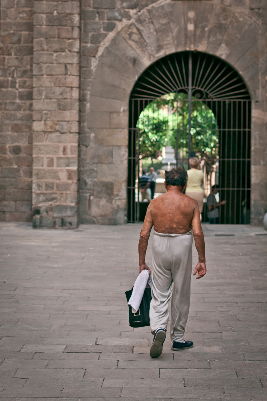 Some shirtless hunk in Barcelona -Zach EOS 5D mark II 85mm 1.8