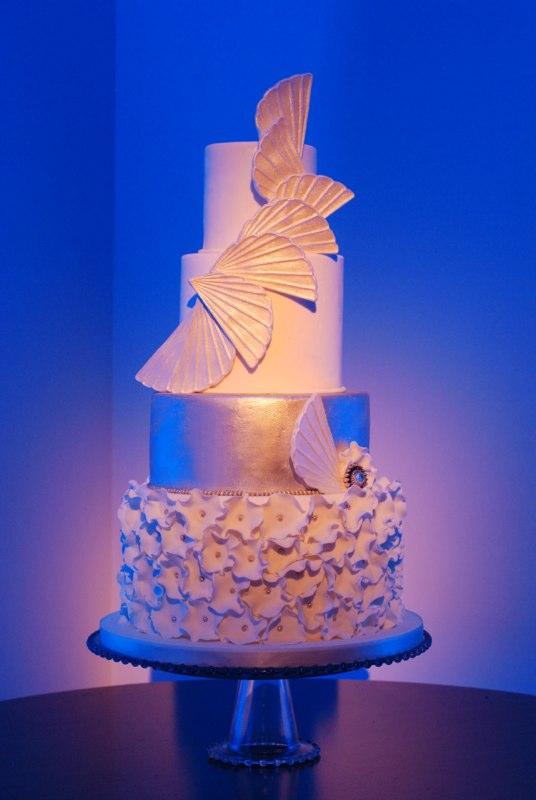 Art Deco White Gold Fan Cake