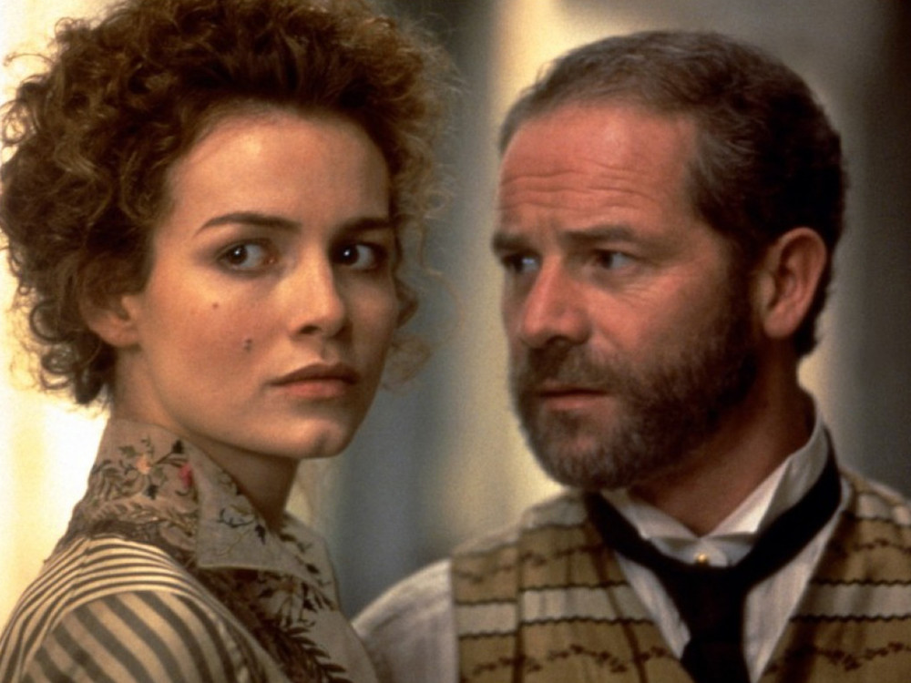 Peter Mullan and Saffron Burrows in Miss Julie