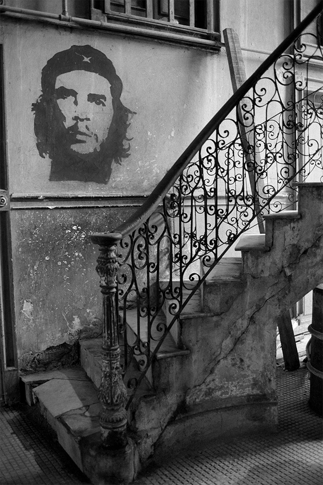 Che on Wall by Stairs , Havana, Cuba, 1999  Archival pigment print.  20 x 13 3/8 inches