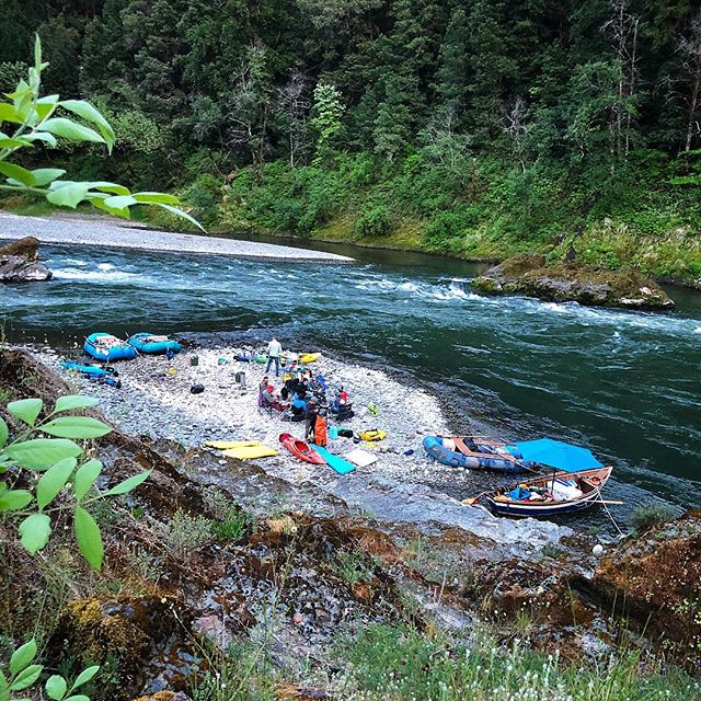 Camp / Rogue River, Spring 2018.  _________________________ #groover #groovercam #rogue #raftingtrip #rafting #multiday #solitude #oregon #riverrats #oregonadventure #sotar #dagger #nsr