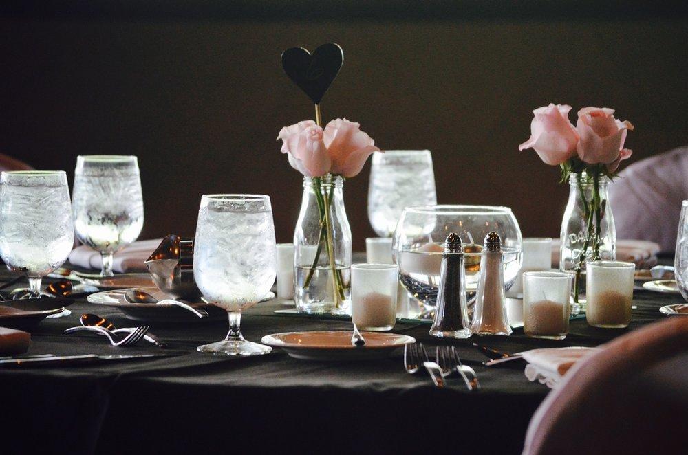 wedding-reception-2511047_1920.jpg