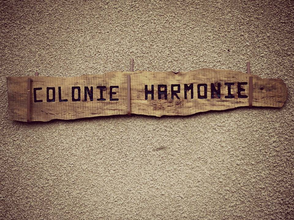 ColonieHarmonieSign2014.jpg