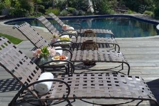 louge chairs and pool.jpeg